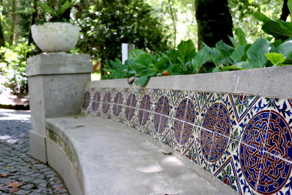 Banc décoré d'azuléjos dans le parque da Pena