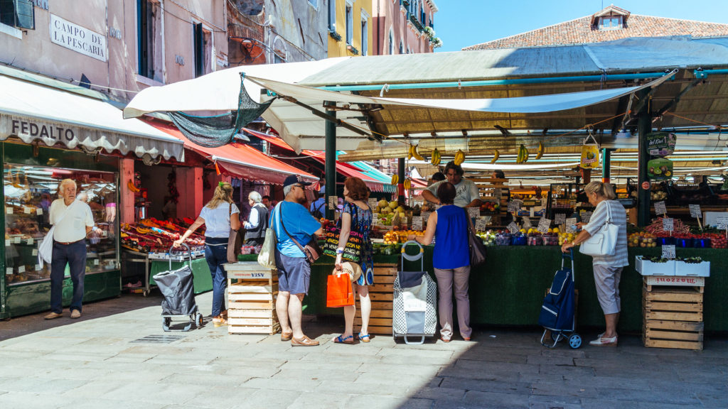 Un des marchés du Rialto, Venise