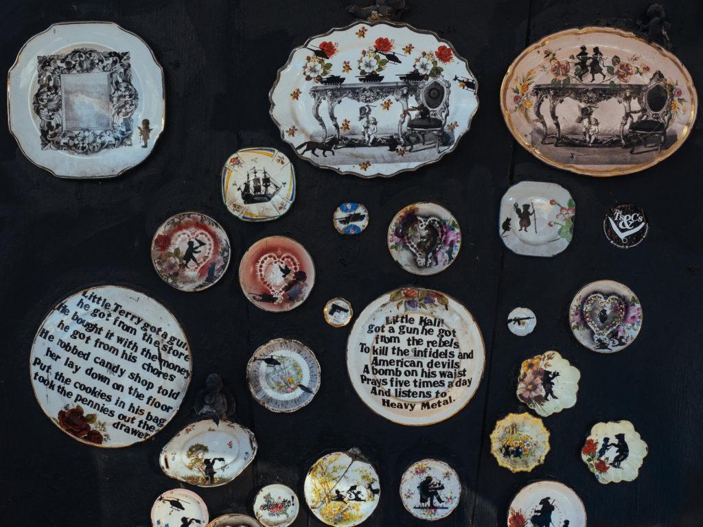 Décorations sur un mur dans Johannesbourg