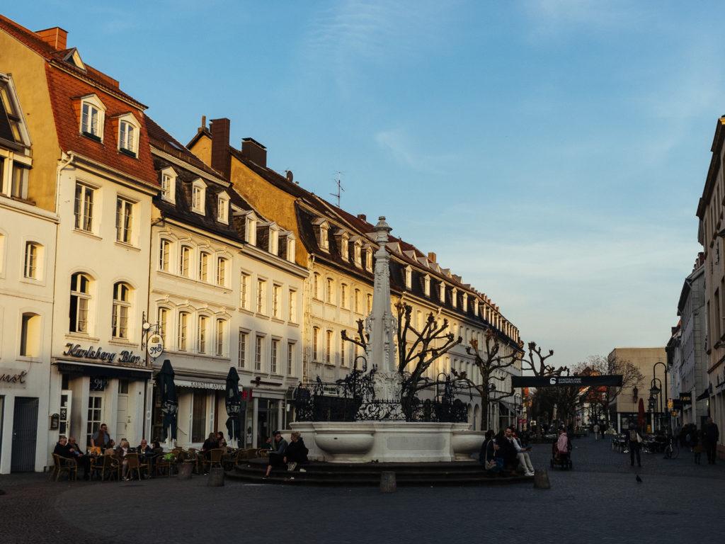 La fontaine, point de rendez-vous principal à Saarbrücken