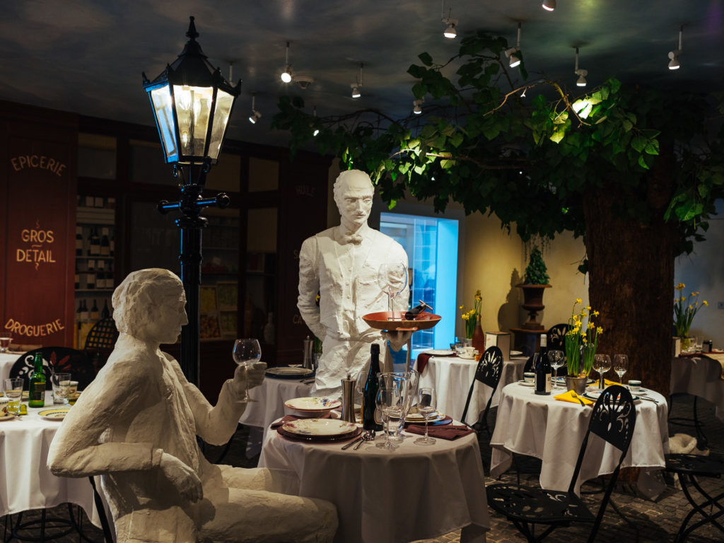 Waiter and client, Villeroy and Boch, Saarbrücken