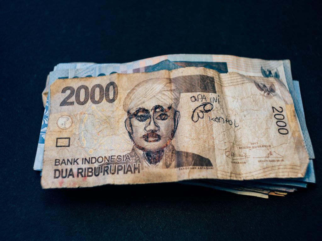 Billet de Rp 2000 équivalent à 13 centimes d'euro, Indonésie