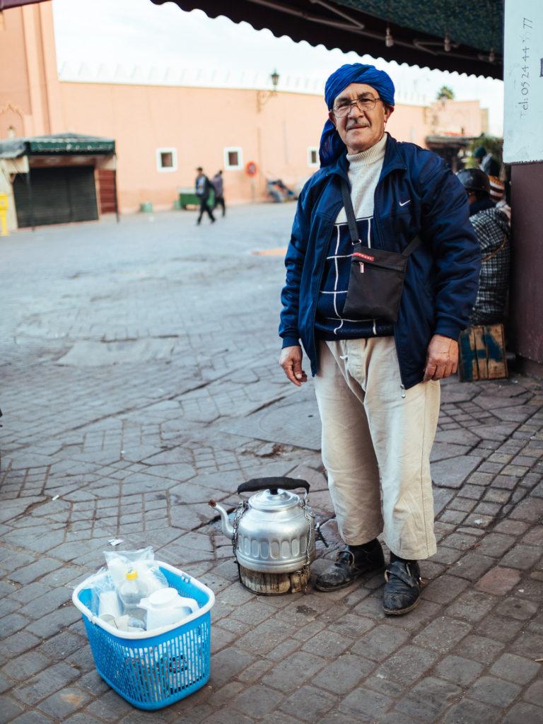 Vendeur de café à la cardamome, Jamma El Fna