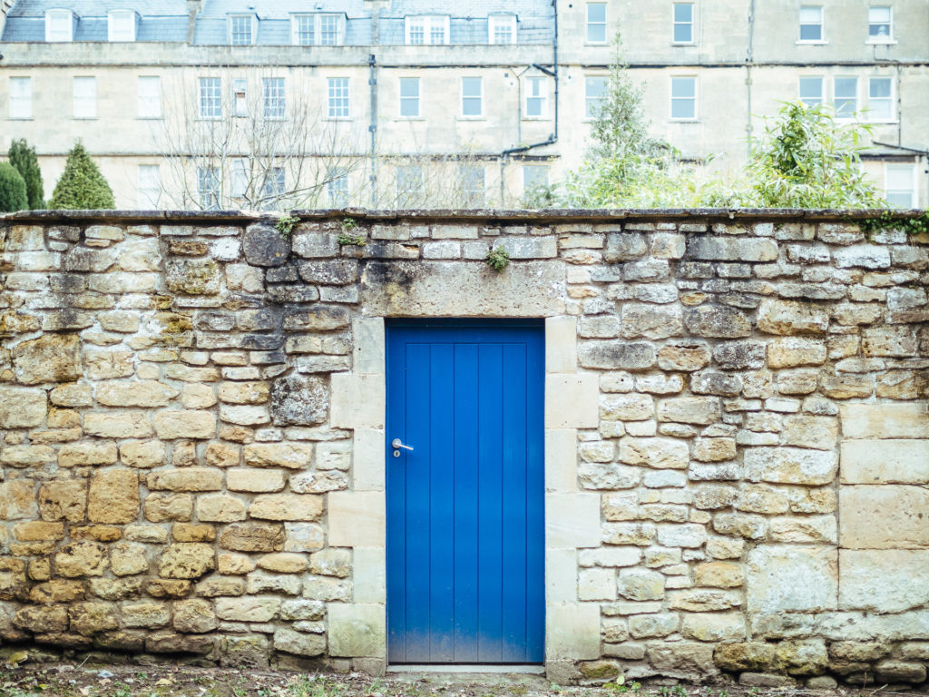 Blue door, Bath