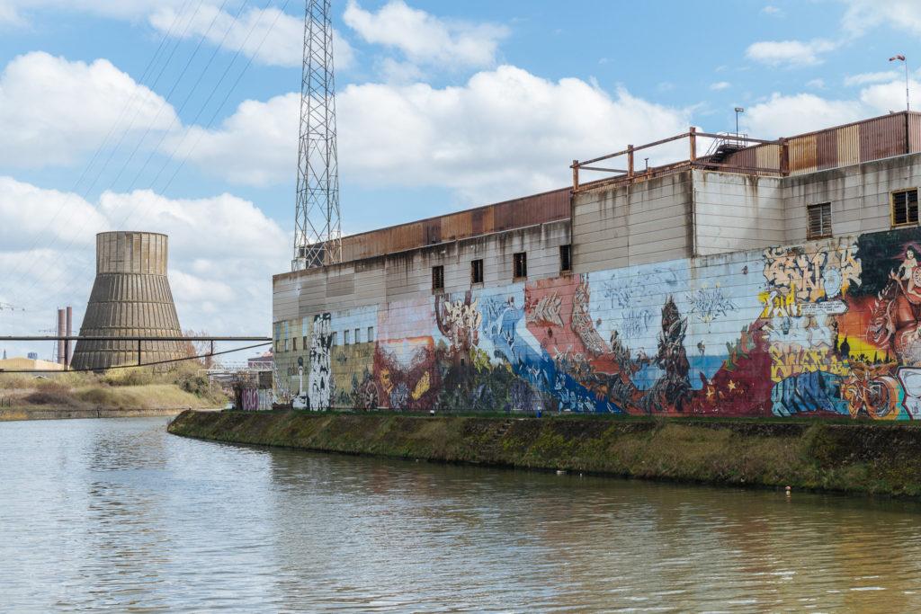 Street art sur les bords de la Sambre, Charleroi