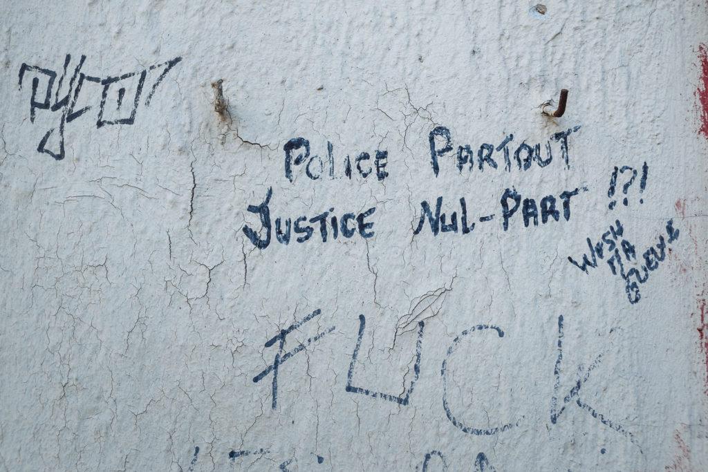 Police partout, justice nul-part, tags à Charleroi