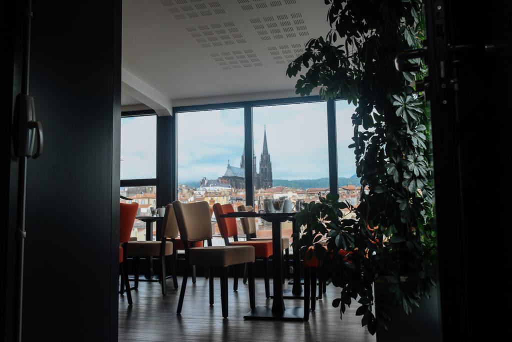 Vue depuis le Best Western Hotel des Puys