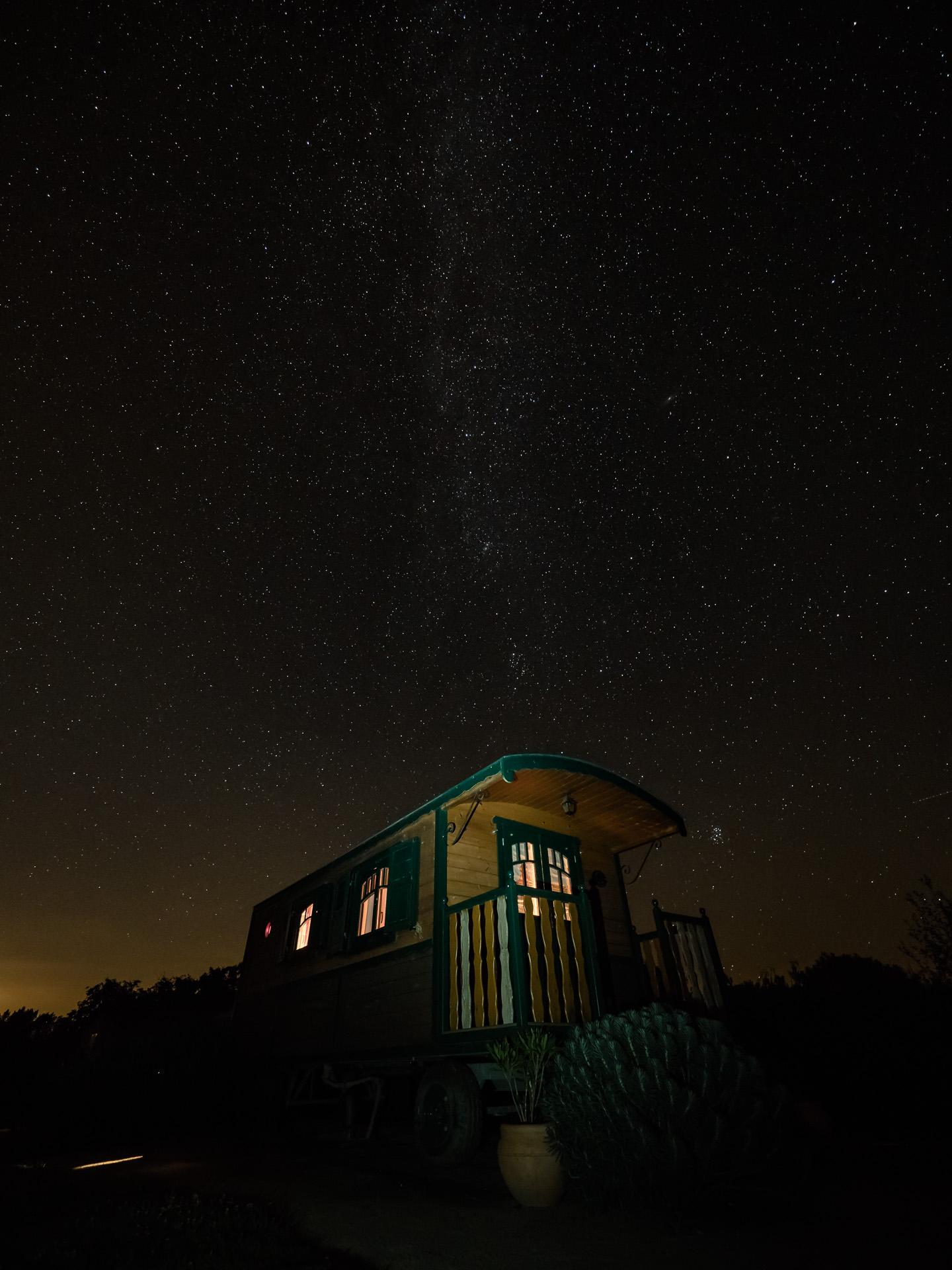Roulotte du Domaine Arvor sous les étoiles
