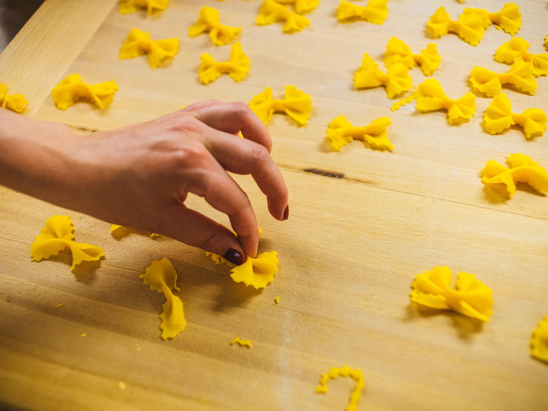 Cours de cuisine en voyage la main la p te yummy planet - Cours de cuisine en guadeloupe ...
