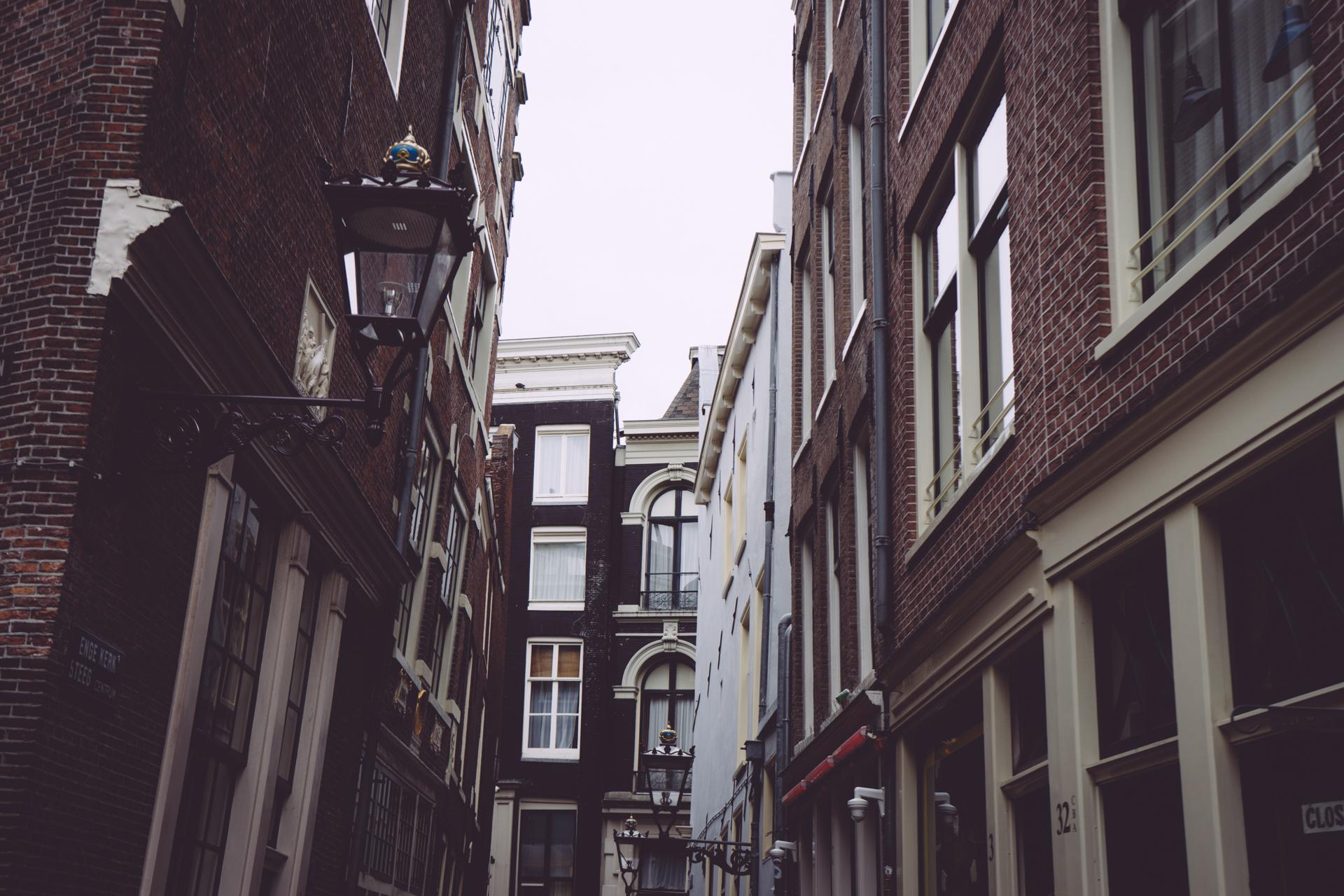 Les façades inclinées d'Amsterdam