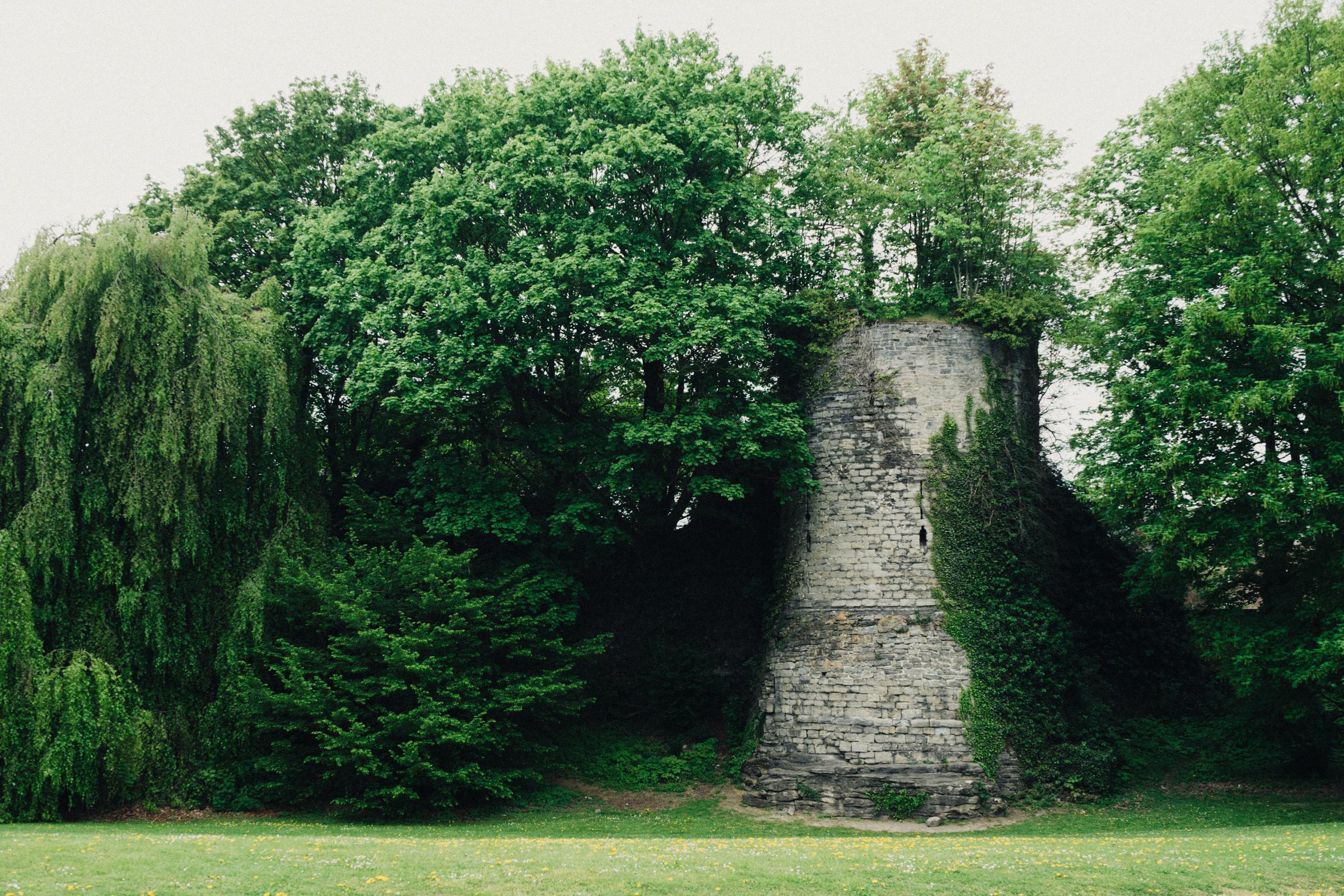 le vestige d'une tour appartenante à l'enceinte intérieure de Tournai