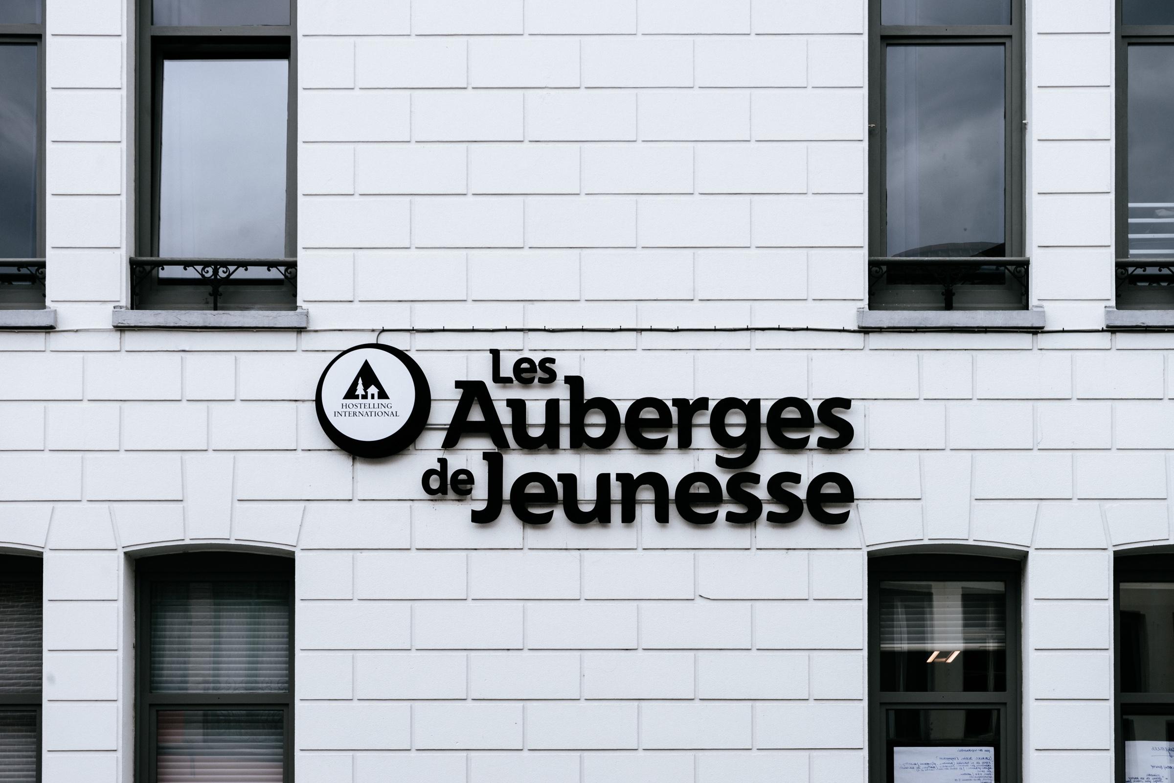 Le sigle de l'Auberge de Jeunesse de Tournai