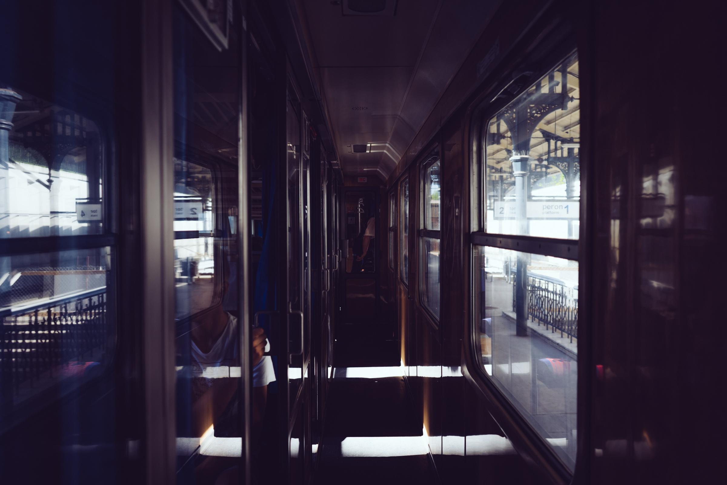 À l'intérieur d'un train à compartiments polonais