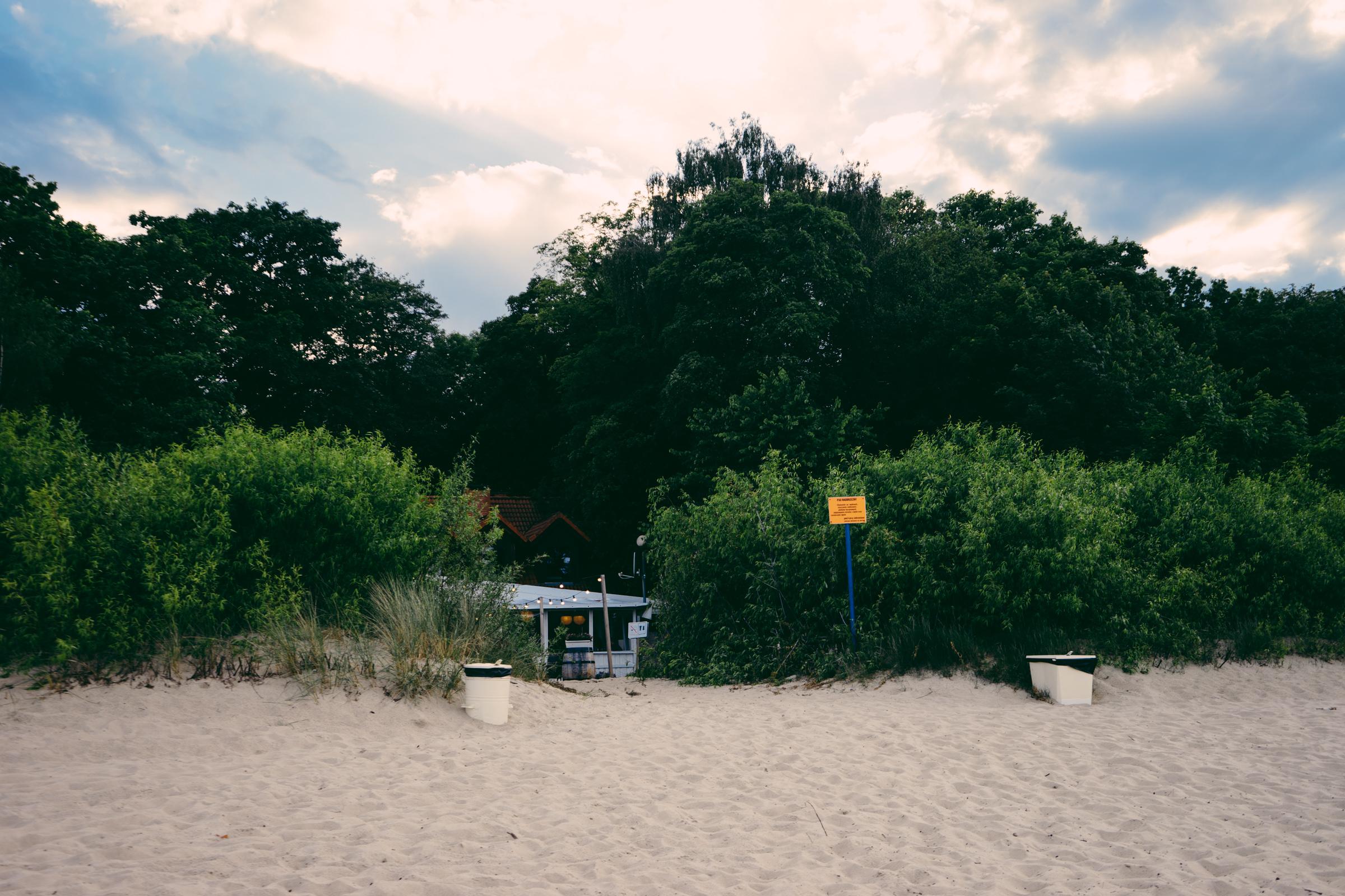 Le restaurant Bulaj est dissimulé dans les dunes de Sopot - Pologne