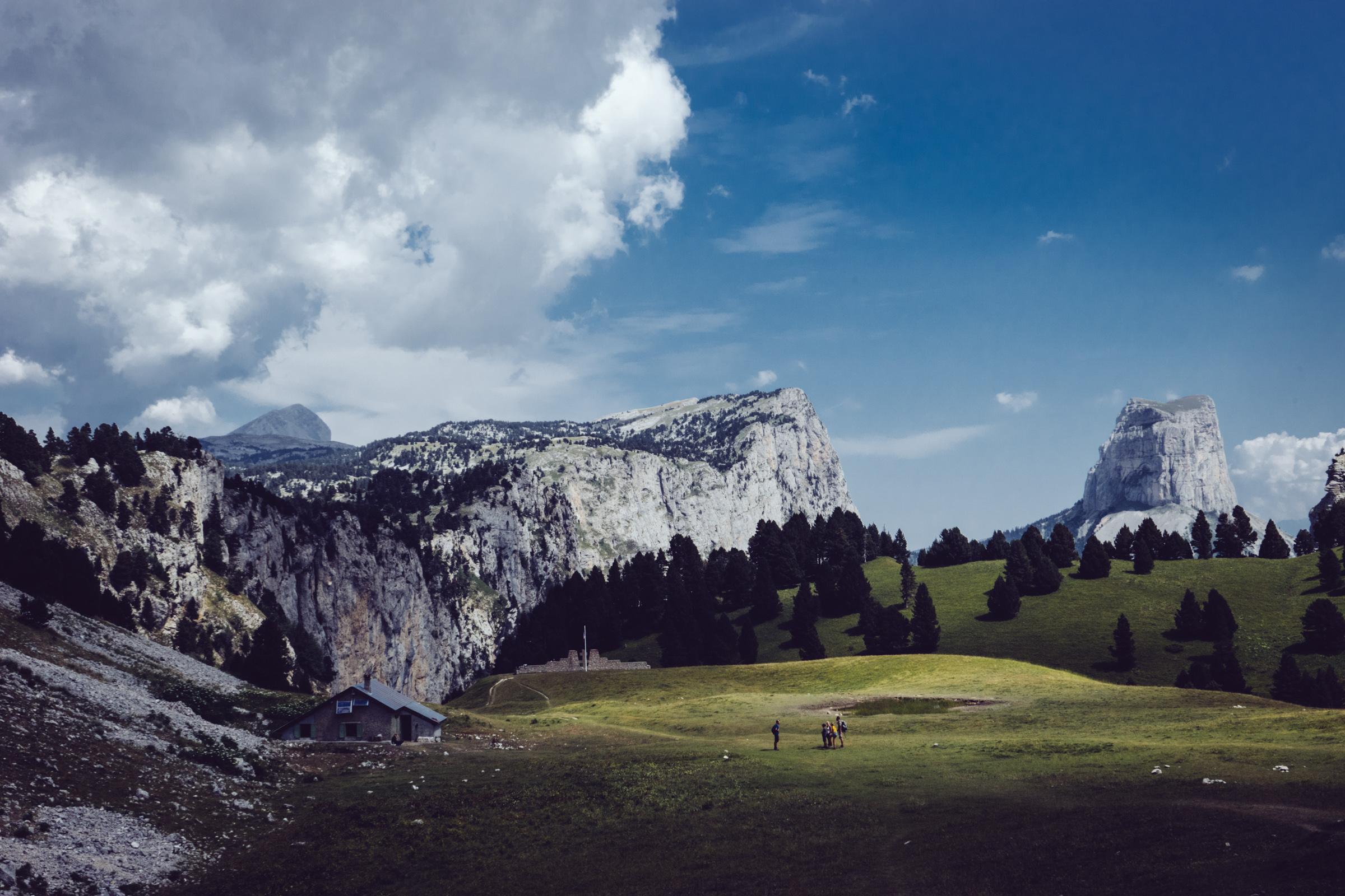 Vue sur la bergerie des Chaumailloux et le Mont Aiguille - Vercors - Chichilianne