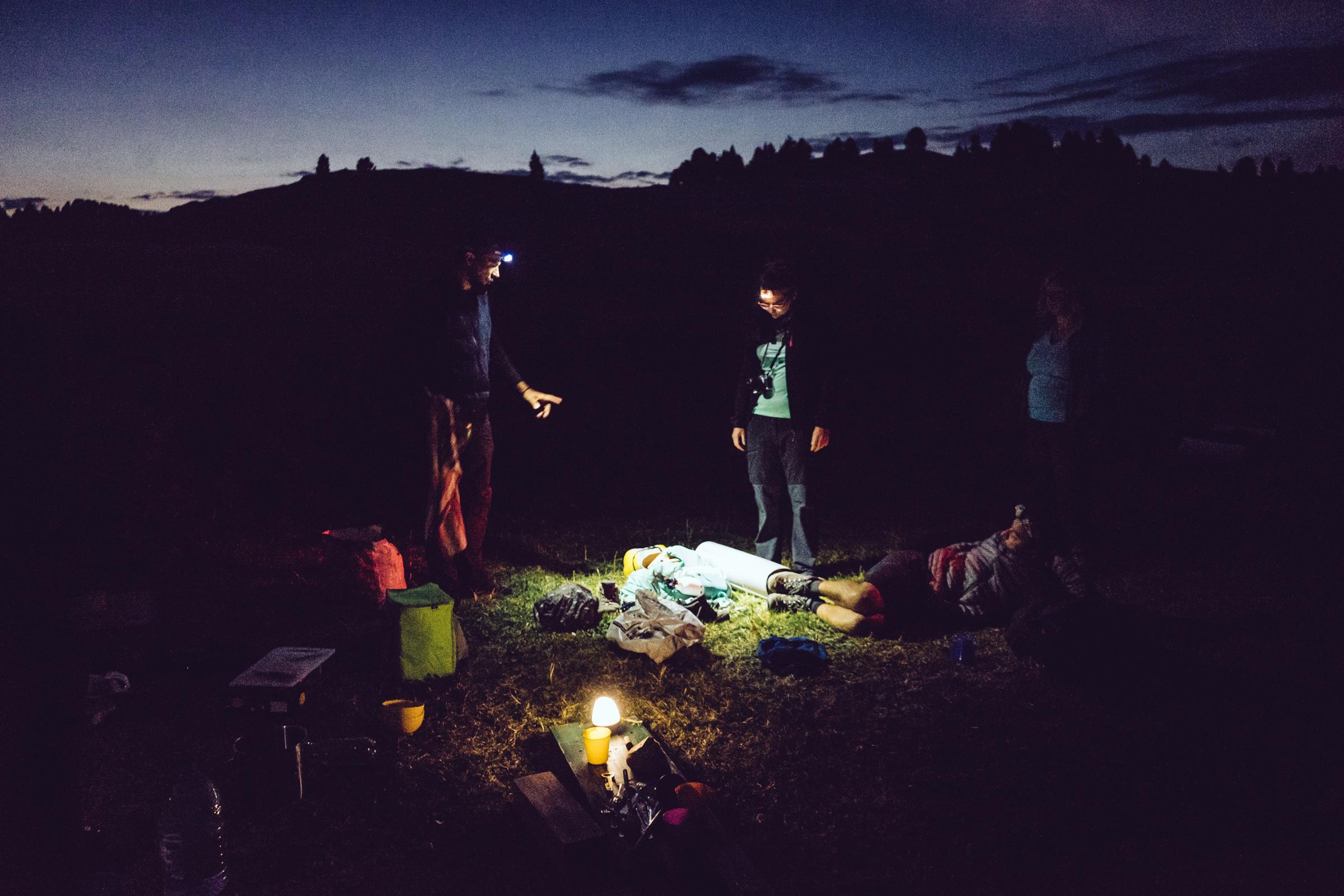 Bivouac sur les hauts plateaux du Vercors la nuit