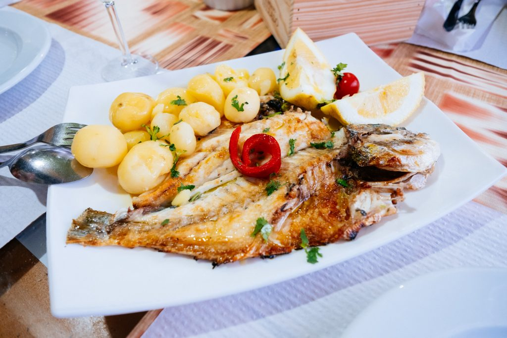 Portugal - Restaurant snack-bar Maganinho - plat de poissons